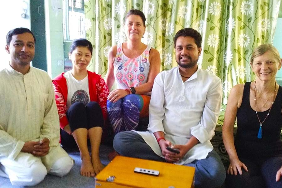 top ten best yoga training center in rishikesh